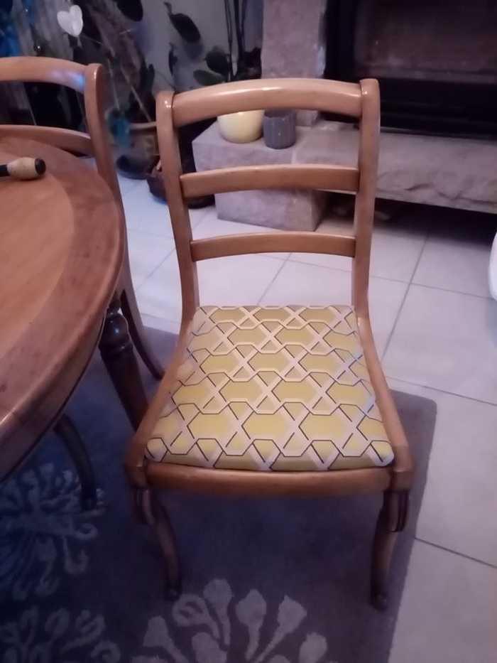 Rénovation d''une chaise en bois - Cosi Tapissier 0